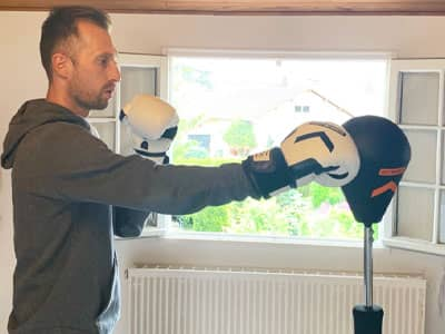 Un coaching à domicile sur une session de boxe training