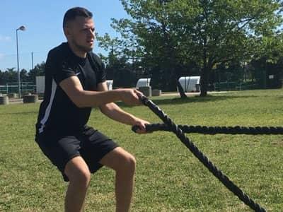 Cardio training en extérieur avec la corde ondulatoire