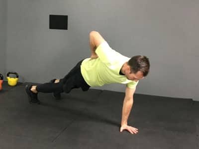 Cours de sport en ligne sur du renforcement musculaire sur la sangle lombaire
